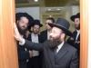 הרב שמואל רבינוביץ בקביעת מזוזה